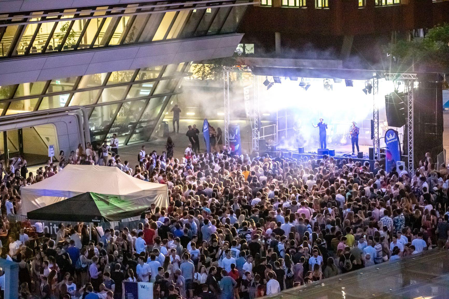 WU_Sommerfest_Bühne_M